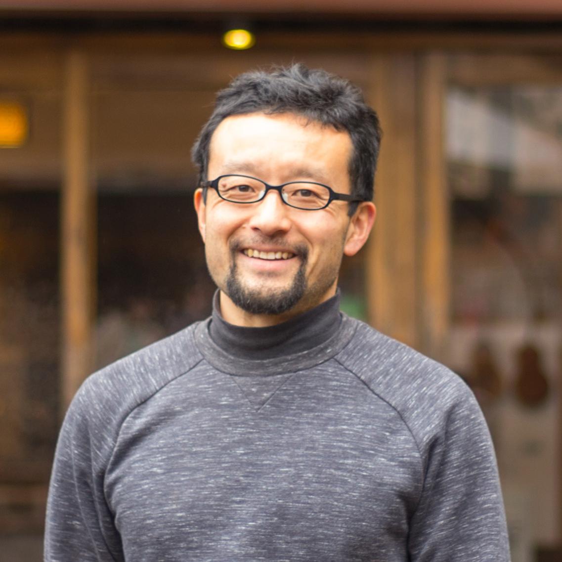 安藤義和さんが経営する〈NARAYA CAFE〉(ナラヤカフェ)は、箱根にある足湯付きの人気のカフェです。安藤さんの祖母の代まで300年続いた〈奈良屋旅館〉の所有していた建物を再生し、妻の恵美さんと切り盛りしています […]