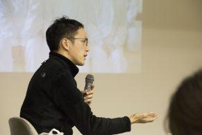 12月20日(木)、『みんなのビジネススクール』第5回を開催しました。この日は『社会の課題解決を事業にすることとマネタイズ』をテーマに、株式会社恋する豚研究所 代表取締役であり社会福祉法人福祉楽団 理事長の飯田大輔さ […]